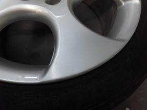 国立市 シルバー塗装アルミホイール傷修理