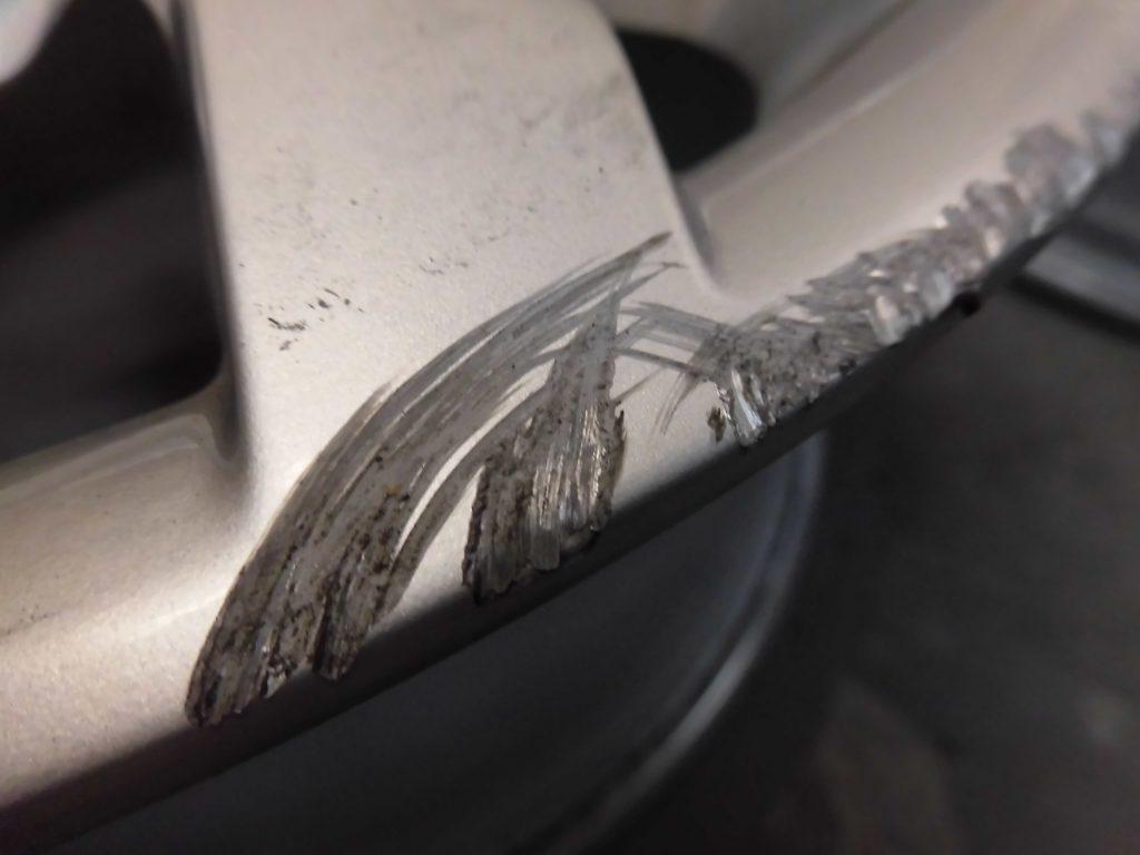 青梅市 シルバー塗装ホイール傷修理