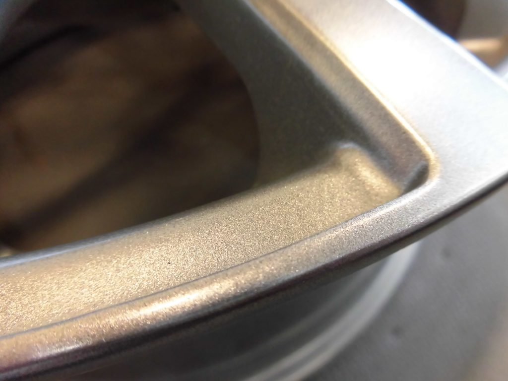 福生市 シルバー塗装ホイール傷修理