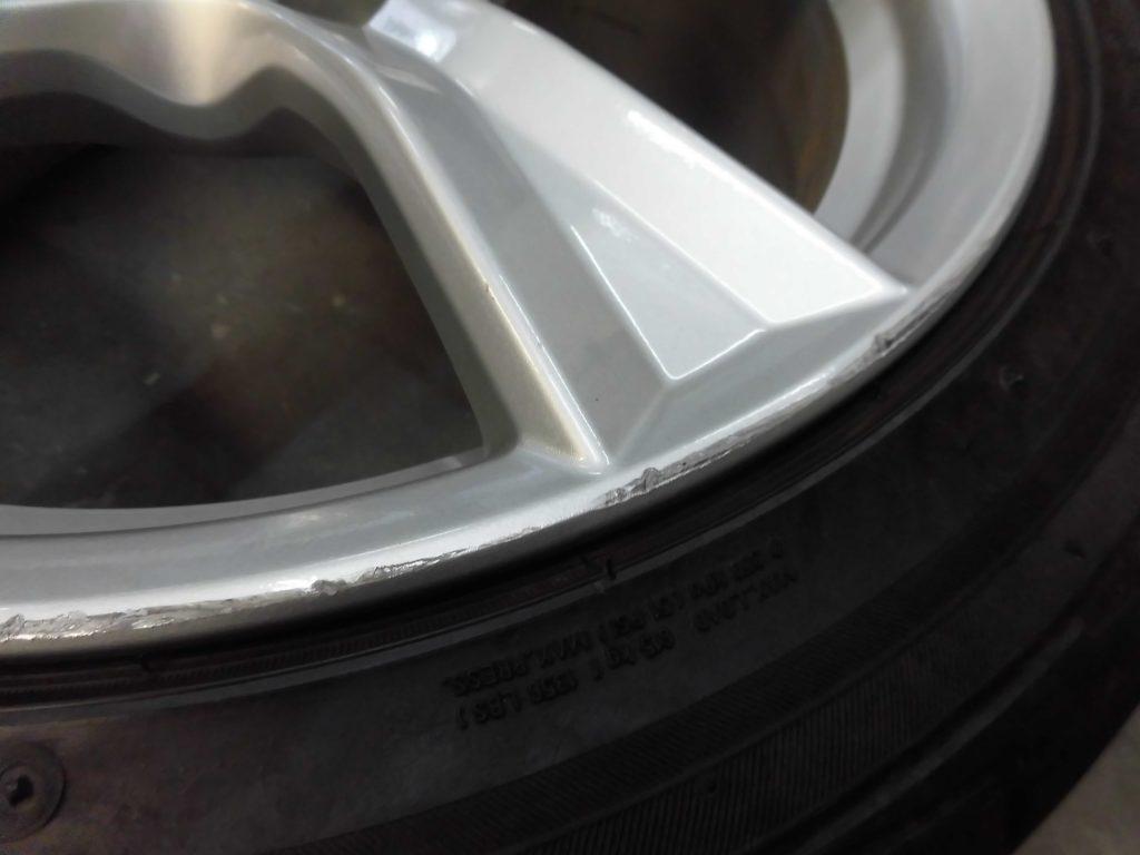 国立市 シルバー塗装ホイール傷修理