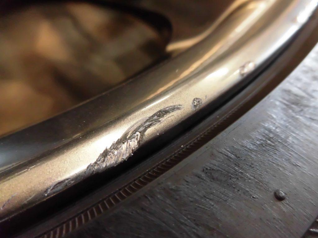 練馬区 ハイパーガンメタ塗装ホイール傷修理