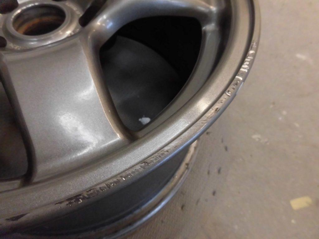昭島市 R32ガンメタ塗装ホイール傷修理