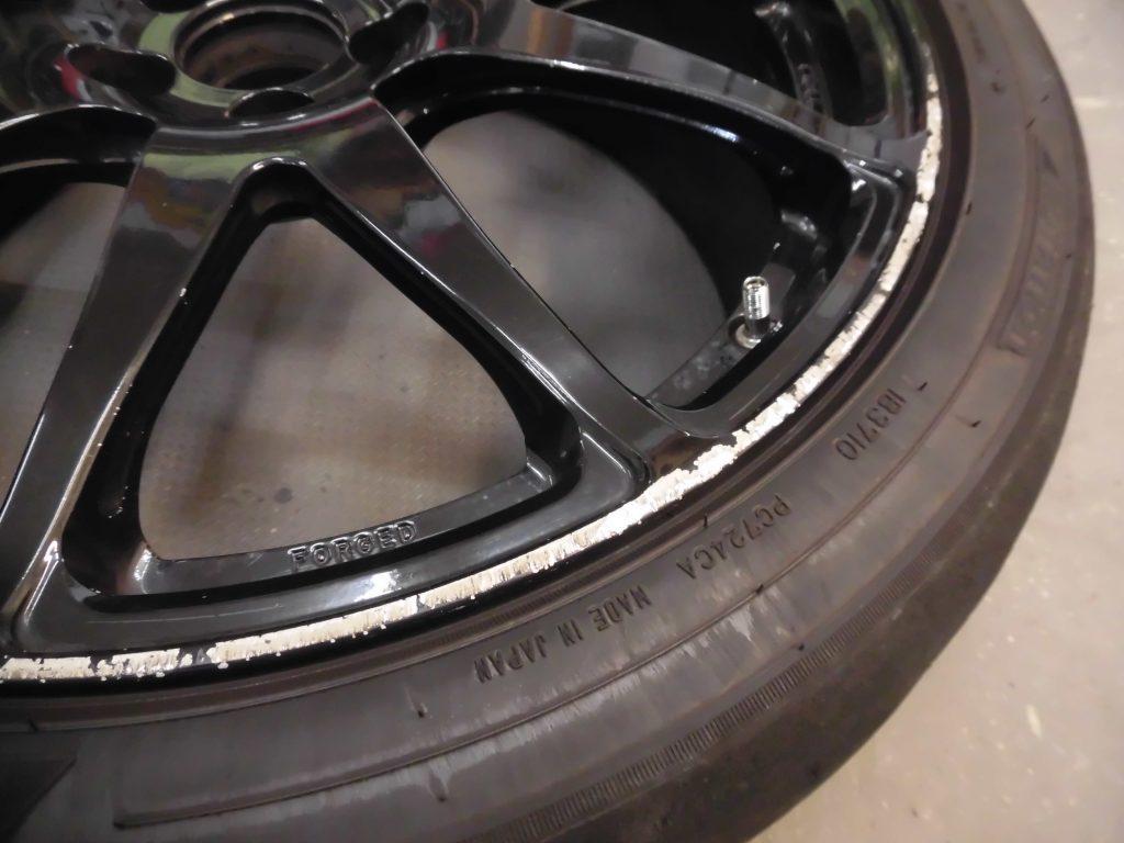 三鷹市 ブラック塗装ホイール傷修理