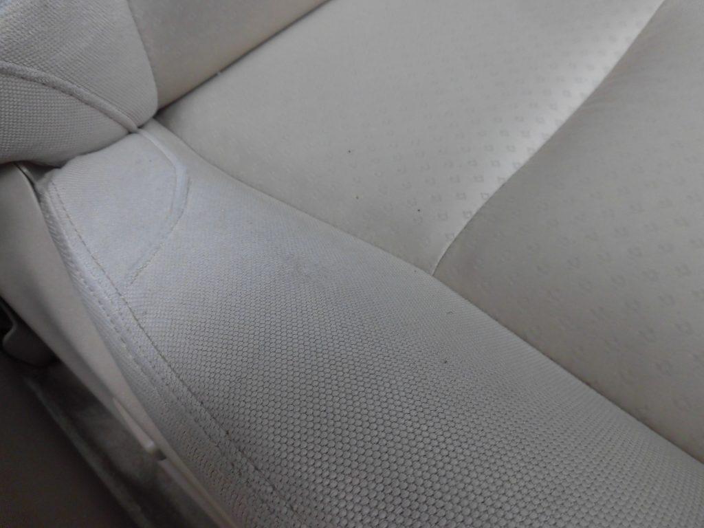 八王子市 モケットシートたばこ焦げ穴修理