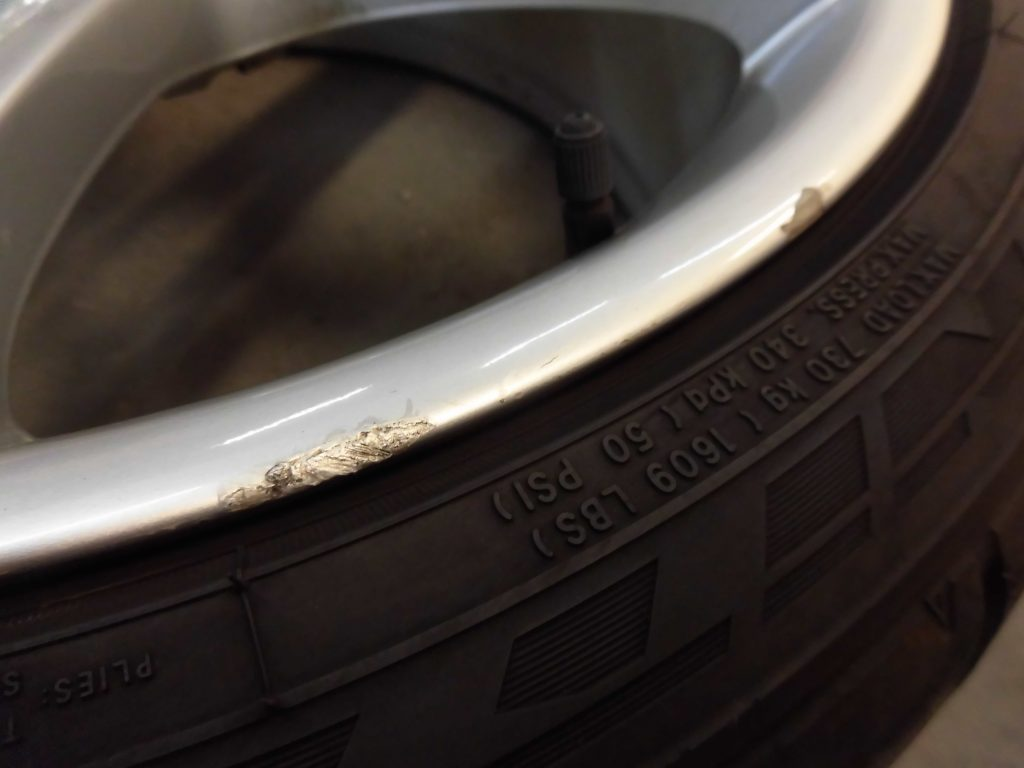 あきる野市 シルバー塗装ホイール傷修理