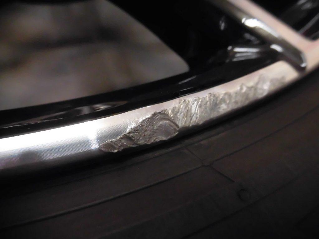 福生市 BMWポリッシュホイール傷修理